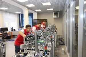 Посещение главы города Александра Дмитриевича Беглова Центра «Отраслевые инженерные, цифровые и роботизированные технологии»