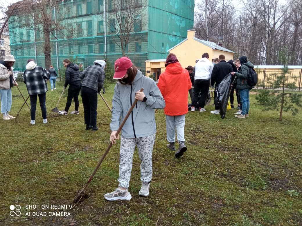 В Малоохтинском колледже прошел ежегодный субботник.